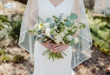 Ilustrasi gaun pengantin. Foto: https://unsplash.com/@nikkigibson102719